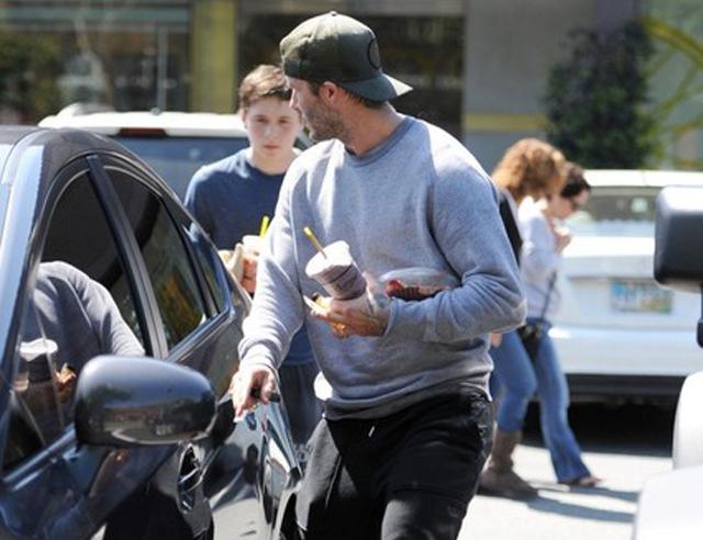 """Khó tin, Beckham đi """"xe bèo"""" Prius"""