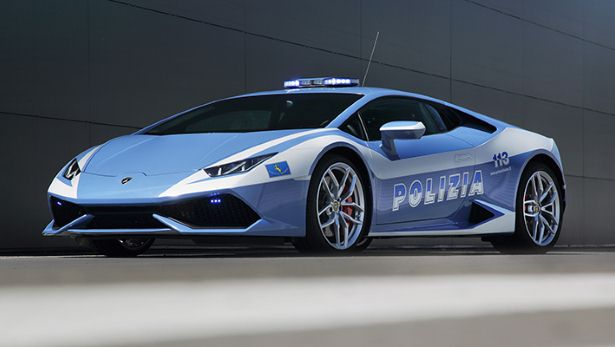 Những mẫu xe cảnh sát tuyệt vời nhất thế giới
