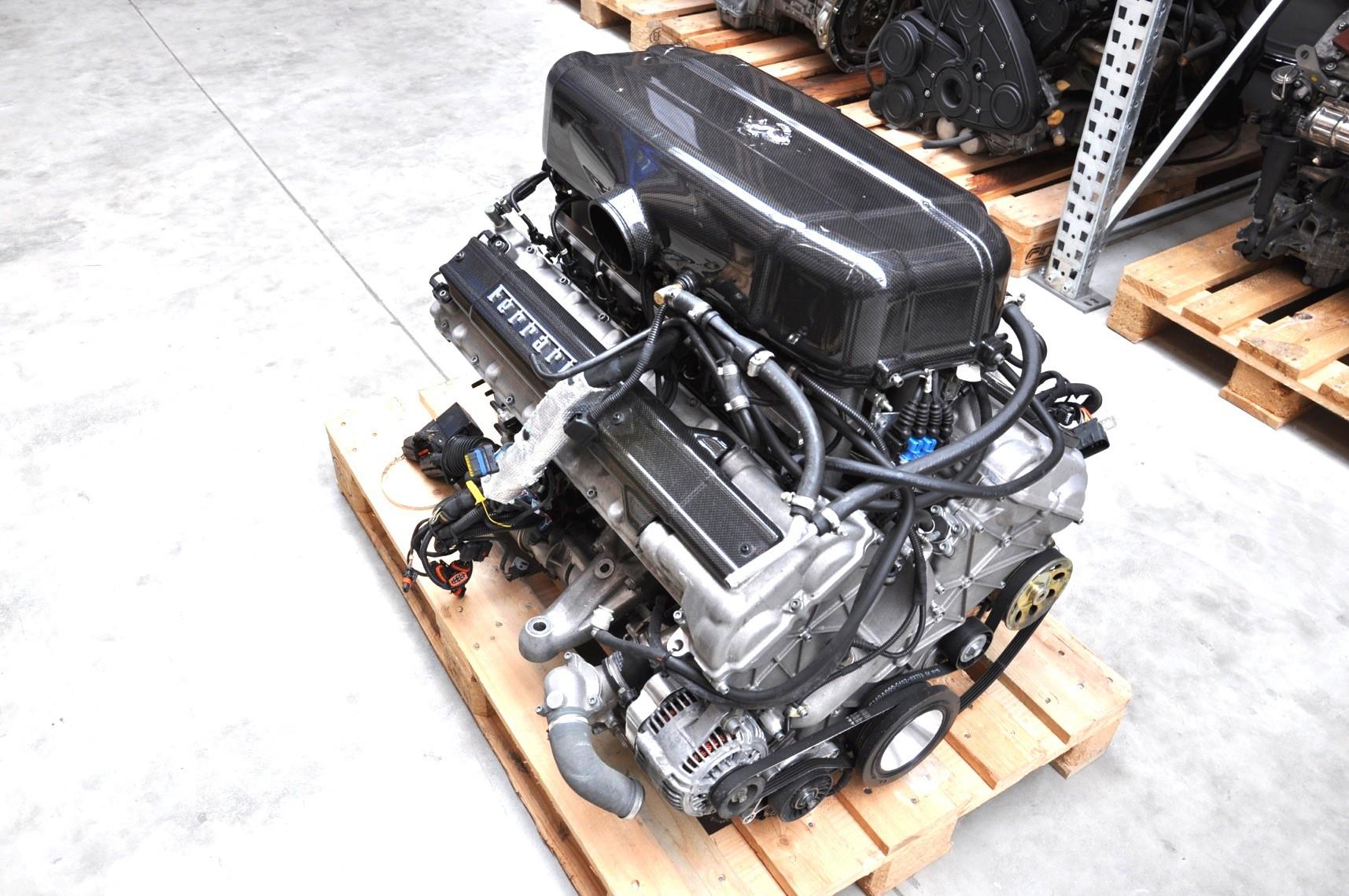 Động cơ của huyền thoại Ferrari Enzo có giá chỉ 1,8 tỷ