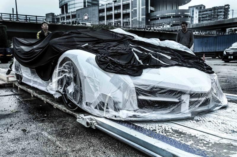 """Quá trình """"rước"""" Lamborghini Veneno Roadsters về Hồng Kông"""