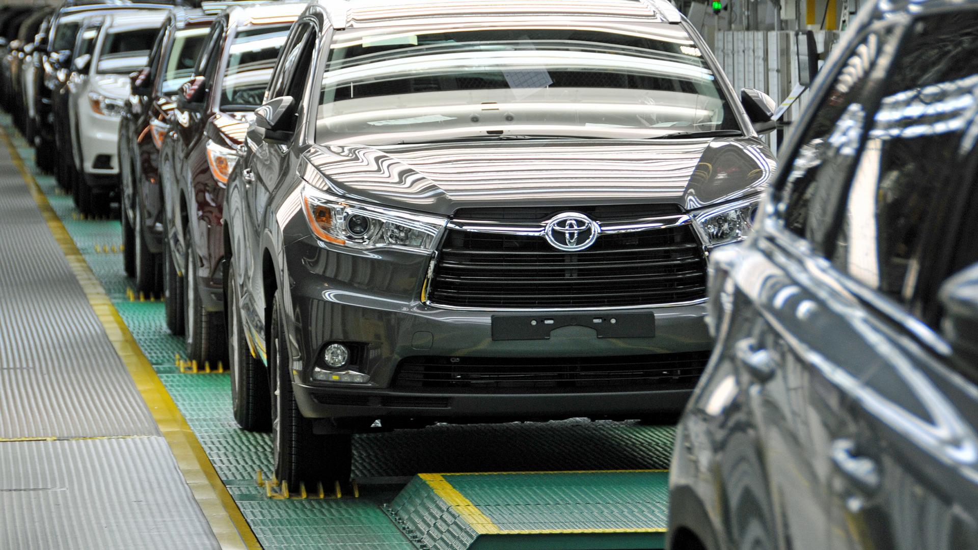 Toyota cán mốc bán 10 triệu xe hybrid trên toàn cầu