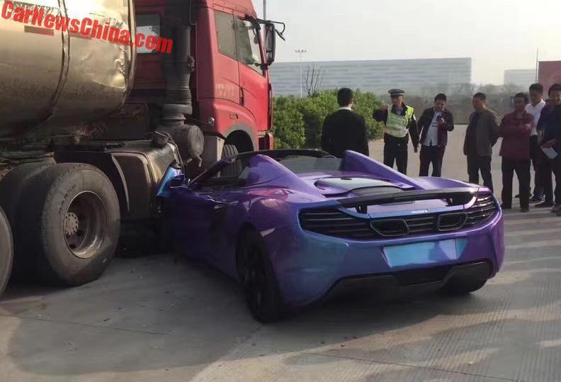McLaren 650S Spider nát đầu sau tai nạn tại Trung Quốc