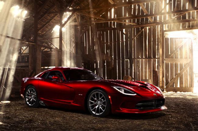 Chiếc SRT Viper 2013 đầu tiên sẽ bán đấu giá