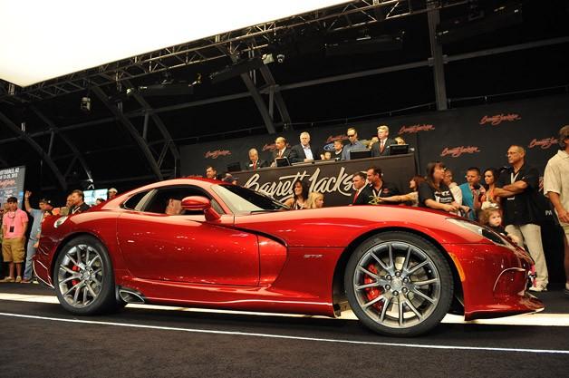 SRT Viper 2013 đầu tiên được bán ra