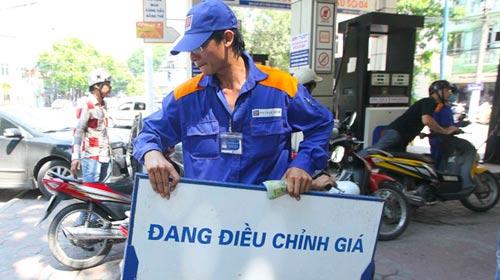 Doanh nghiệp kiến nghị tăng giá xăng lên 1.400 đồng/lít