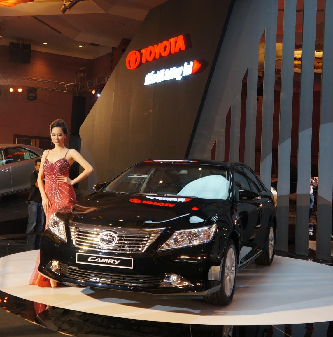 Toyota Camry 2012 khởi điểm với giá 982 triệu đồng