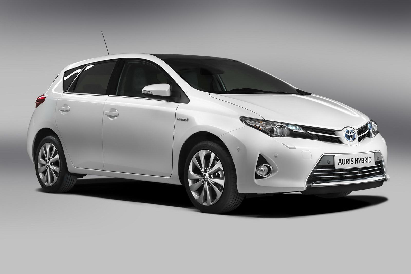 Toyota tung ảnh nóng Auris 2013 trước ngày ra mắt