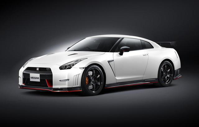 Nissan công bố giá dòng GT-R 2015