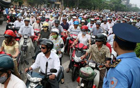 Thay vì cấm xe máy, hãy xử lý 'thảm họa xe hơi'