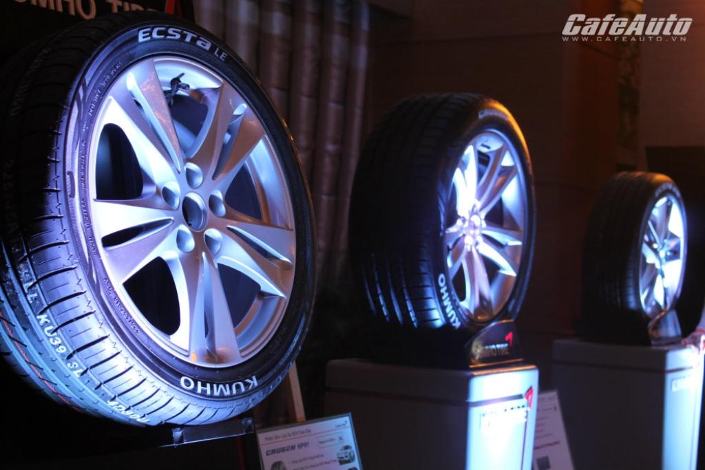 Kumho Tire ra mắt 2 dòng lốp cao cấp mới