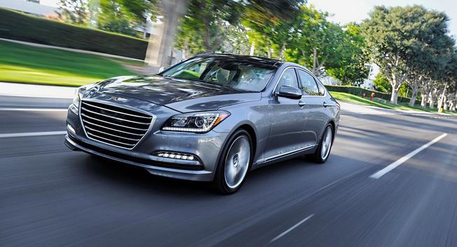Hyundai Genesis 2015 có thể tự động phanh
