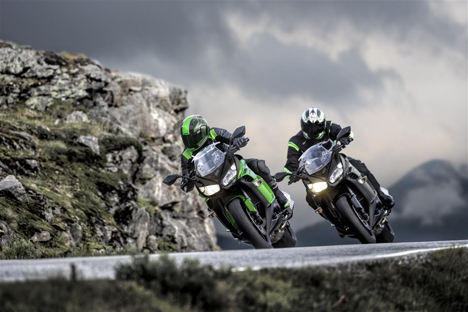 Kawasaki Z1000SX 2015 giá từ 15.600 USD