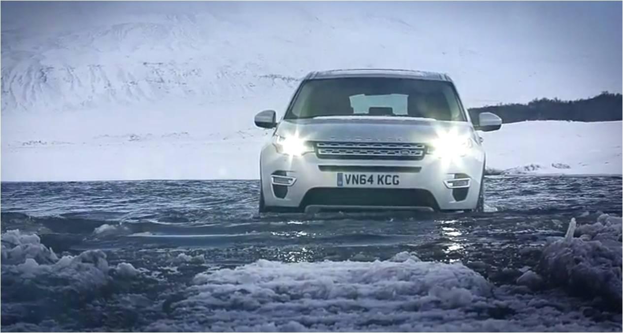 Land Rover Discovery Sport lội sông băng điệu nghệ