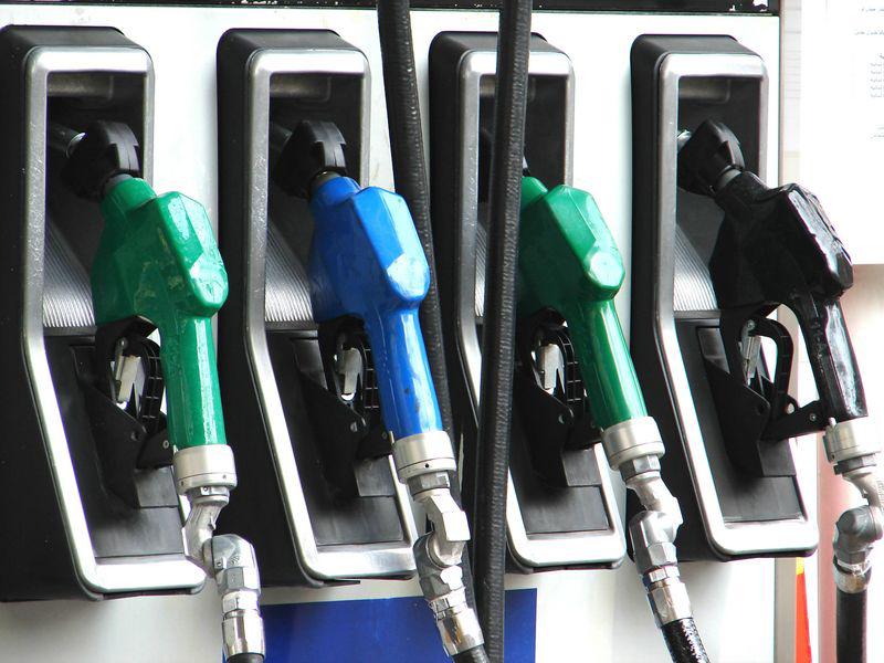 Giá xăng tăng 1.600 đồng/lít