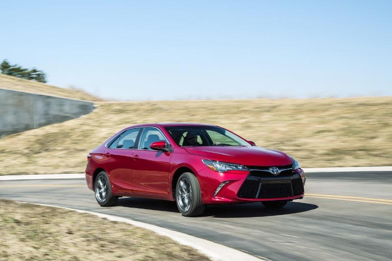 Toyota triệu hồi 112,500 xe vì lỗi hệ thống lái, truyền động