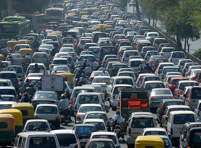 Ô tô gây tắc đường: Nếu không tăng phí thì...