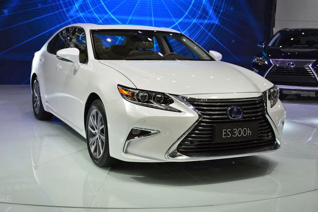 Lexus ra mắt ES 2016