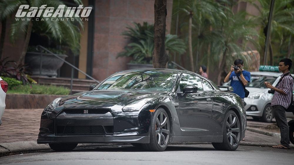 """Chiêm ngưỡng """"siêu xe giá rẻ"""" Nissan GT-R trên phố Hà Nội"""