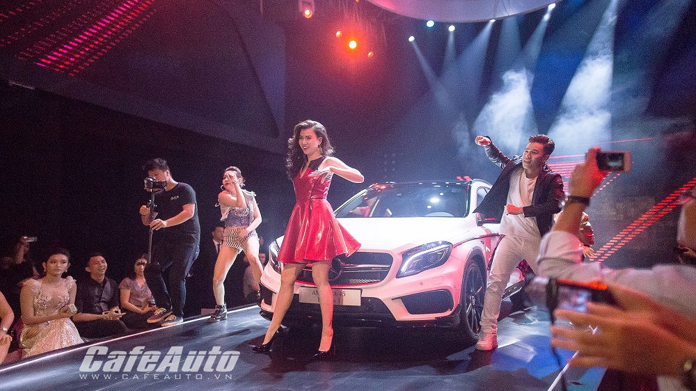 Mercedes-Benz Fashion Week 2015 khai màn đầy ấn tượng