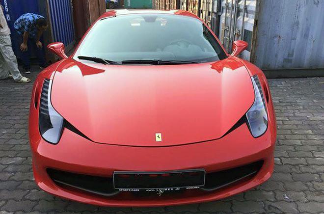 Siêu xe mui trần Ferrari 458 Spider đến Việt Nam