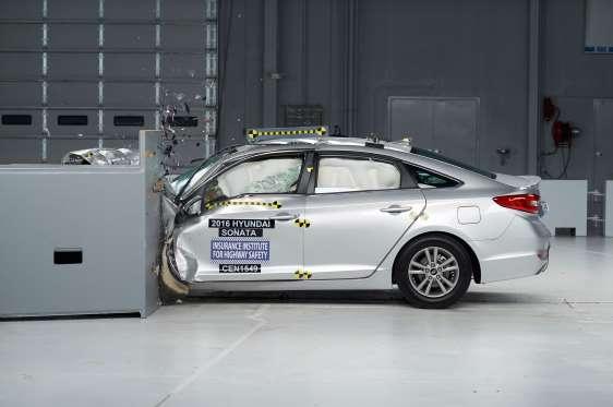 Honda Civic, Hyundai Sonata nhận giải xe an toàn 2016
