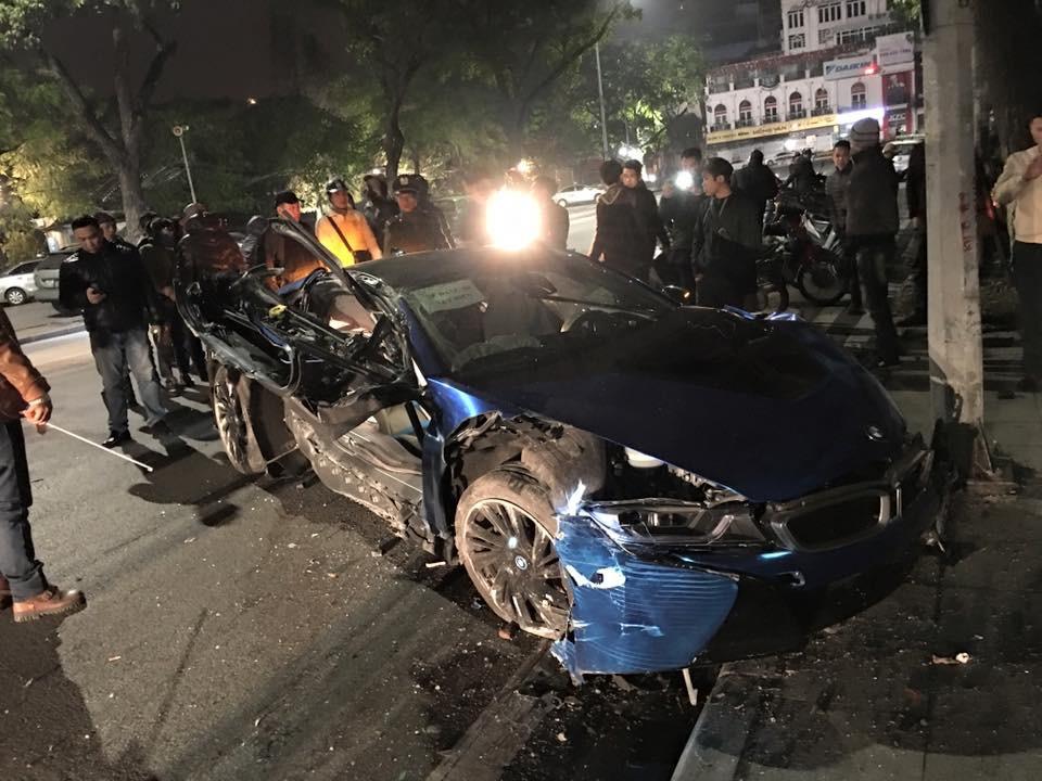"""Chiếc BMW i8 đầu tiên """"tử nạn"""" tại Việt Nam"""