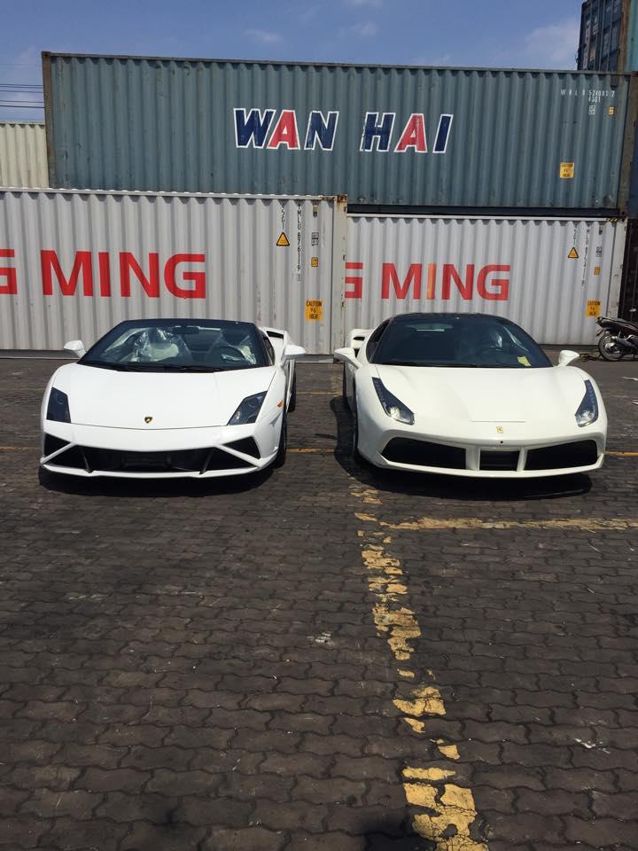 """Bộ đôi """"siêu xe"""" Lamborghini và Ferrari cập bến Việt Nam"""