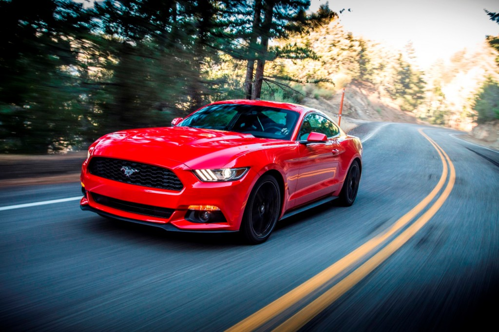 """Xe thể thao của Đức """"thua"""" Ford Mustang ngay trên sân nhà"""