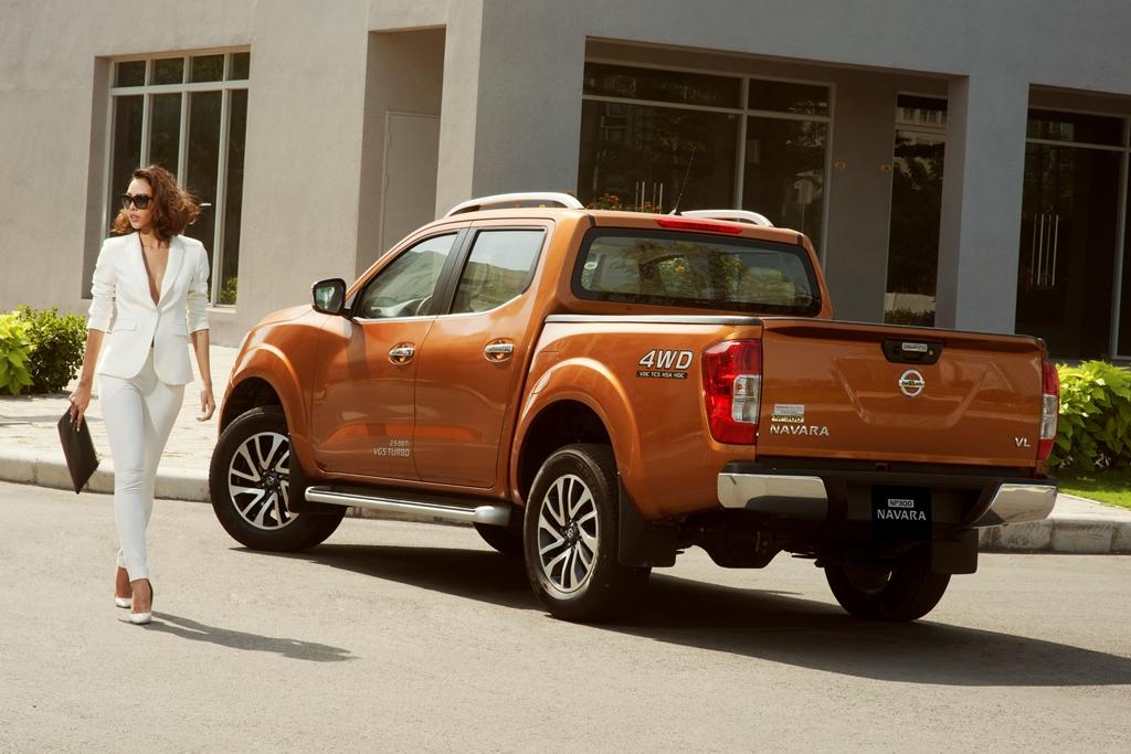 Nissan NP300 Navara EL bán tải giá mềm cho người Việt