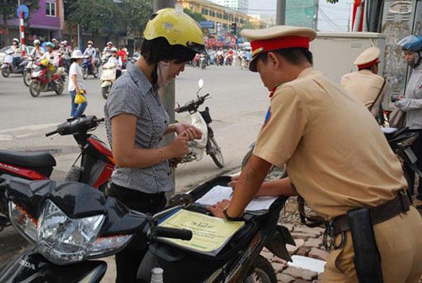 Mức phạt vi phạm giao thông đối với xe máy dự kiến sẽ tăng trong năm 2016