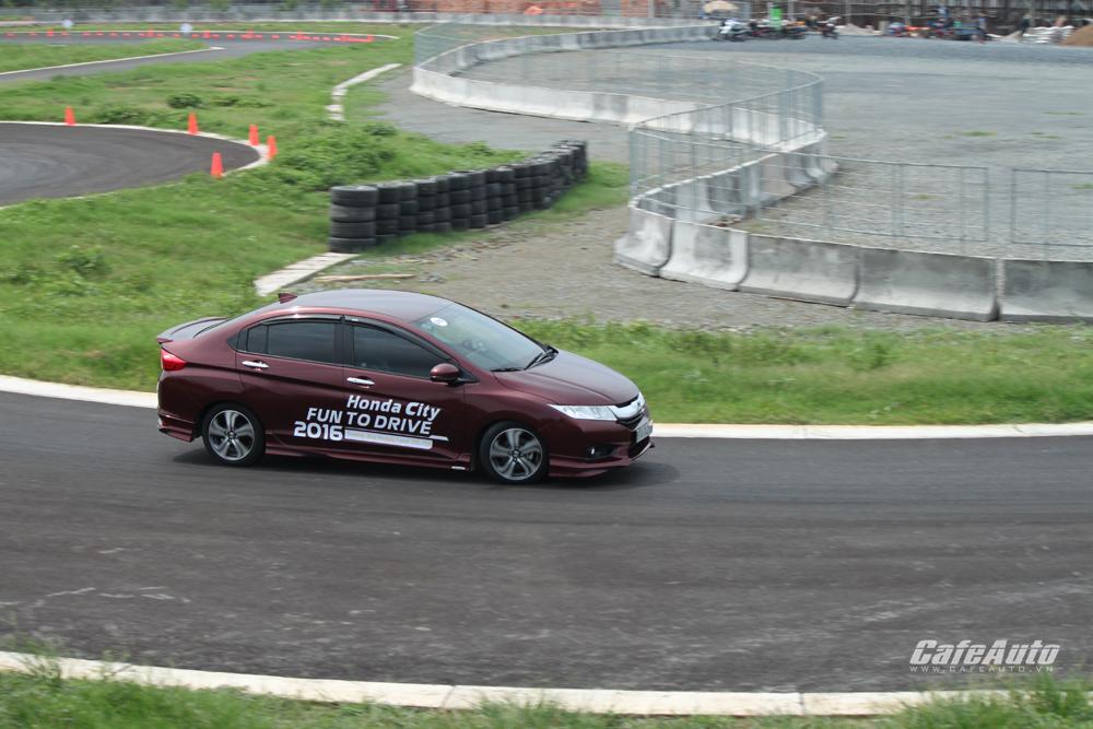 Chinh phục đường đua HappyLand với Honda City 2016