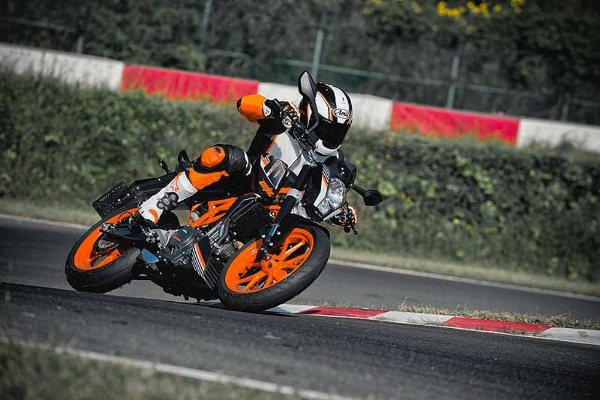 Lộ diện KTM Duke 390 thế hệ mới tại Ấn Độ