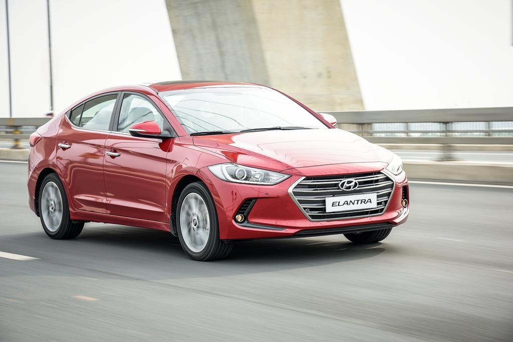 """Giá """"mềm"""", nhiều trang bị Hyundai Elantra 2016 liệu có làm nên chuyện?"""