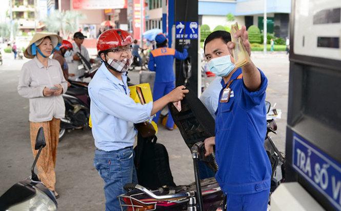 Xăng dầu đồng loạt tăng giá từ 15h
