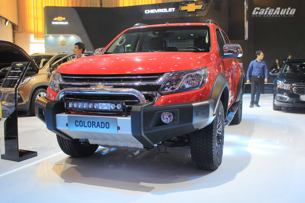 Chevrolet Colorado 2017 chốt giá từ 619 triệu đồng