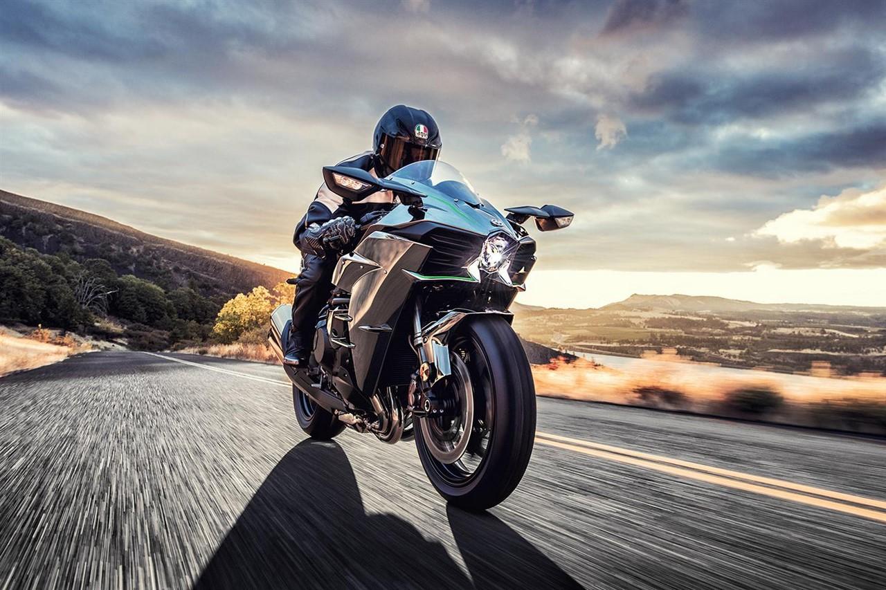 Siêu phẩm Kawasaki Ninja H2, Ninja H2 Carbon và Ninja H2R 2017 ra mắt