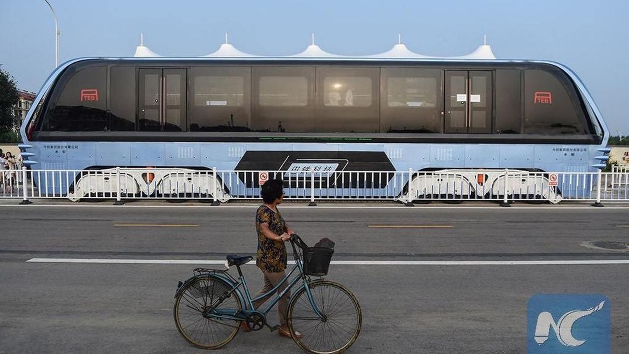 """Xe buýt trên cao của Trung Quốc đã bị """"lãng quên"""""""