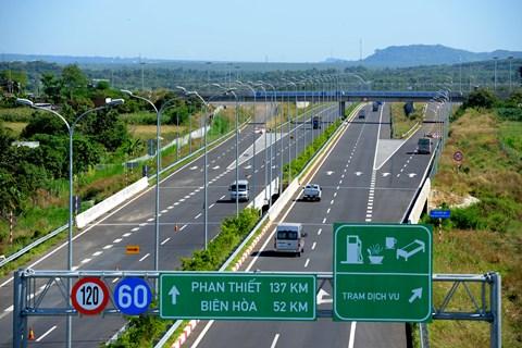 Cho xe máy chạy vào đường nối cao tốc TP.HCM-Long Thành-Dầu Giây