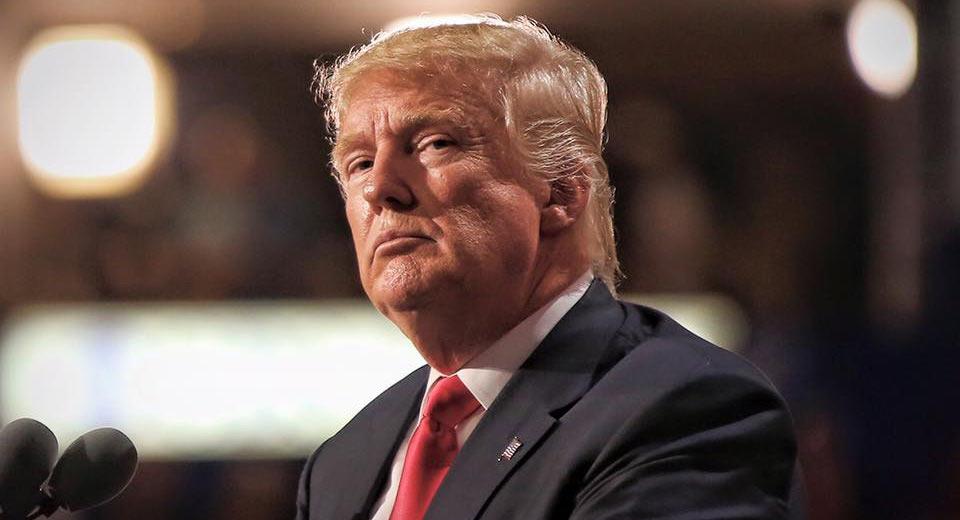 Donald Trump hạ tiêu chuẩn khí thải