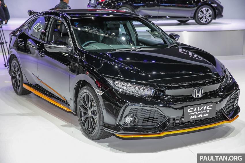 Mới ra mắt, Honda Civic Hatchback 2017 đã có bản độ Modulo