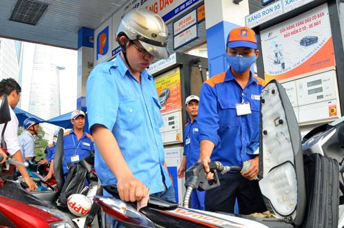 Giá xăng giảm từ 3 giờ chiều nay