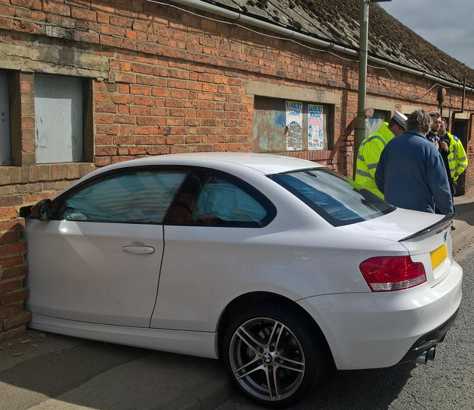 """Vụ tai nạn BMW 1-Series đâm vào tường như """"photoshop"""""""