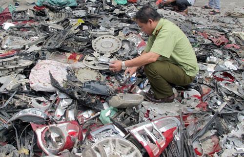 Thu giữ nhiều phụ tùng ô tô Honda giả tại Hà Nội
