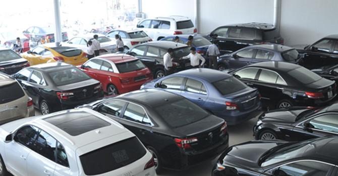 Tiếp đà giảm, thị trường ô tô mỗi tháng một giá