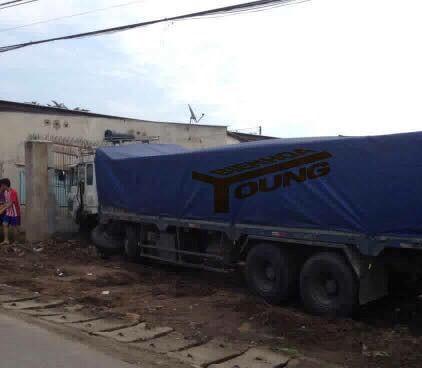 """Xe tải """"điên"""" gây tai nạn nghiêm trọng ở Đồng Nai"""