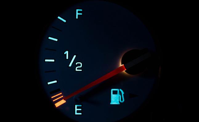 Xe bạn đi được bao xa khi gần hết xăng?