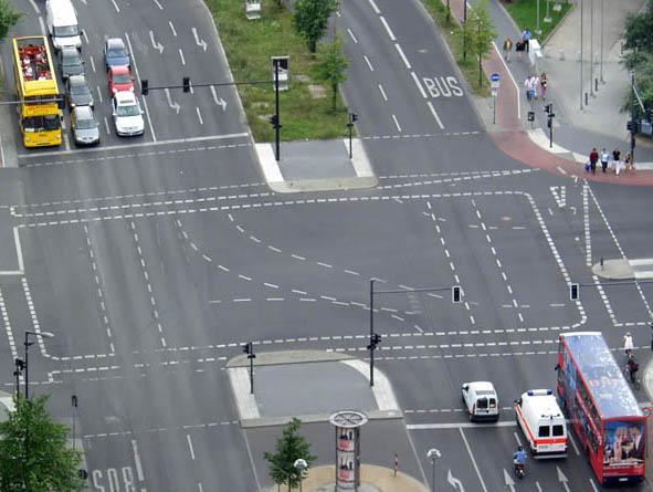 Tư vấn: Bị bắt lỗi khi dừng đèn đỏ ở làn đường đi thẳng và rẽ trái
