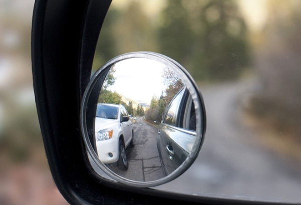 Tư vấn: Ô tô gắn thêm gương cầu trên gương chiếu hậu thì có bị phạt không?