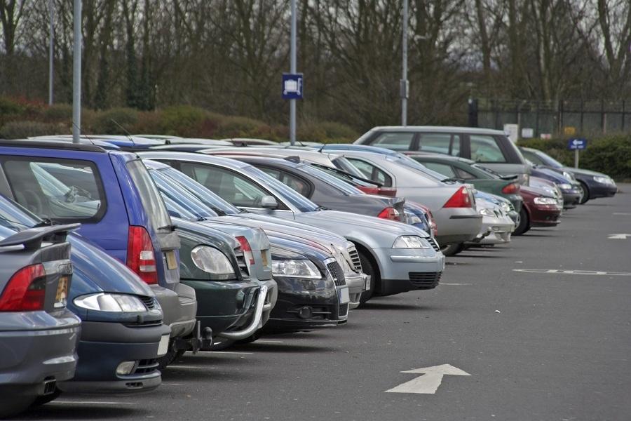 Tại sao phải hướng đầu xe ô tô ra ngoài khi đỗ?