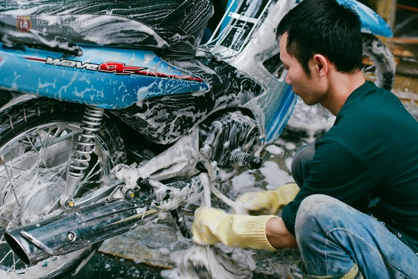 Tết này học cách rửa xe máy đúng cách
